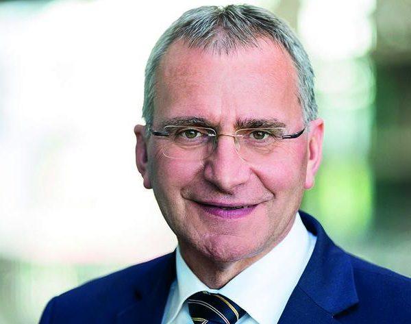 Aktualisierung: Einstufung von Dirigenten und Dirigentinnen als Scheinselbstständige von der Deutschen Rentenversiche-rung nun in beiden Fällen zurückgenommen